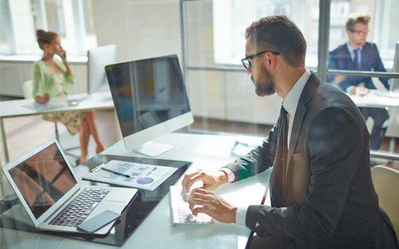 Apa Saja Keunggulan dan Kekurangan dari Komputer dan Laptop?
