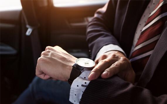 Memakai Jam Tangan Original Bikin Penampilanmu Tambah Kece