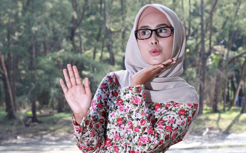 Pakai Hijab Dan Berkacamata Ini Tips Untuk Selalu Tampil Cantik