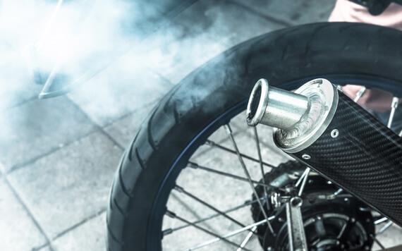Knalpot Motor yang Kotor Bisa Bahaya, Ini Cara Mencegahnya