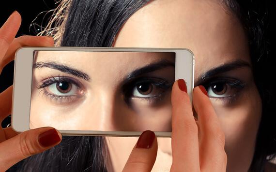 4 Smartphone yang Cocok untuk Penggemar Selfie