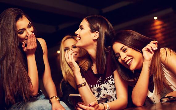 Tips Makeup Minimalis dan Inspirasi Model Rambut Acara Reuni