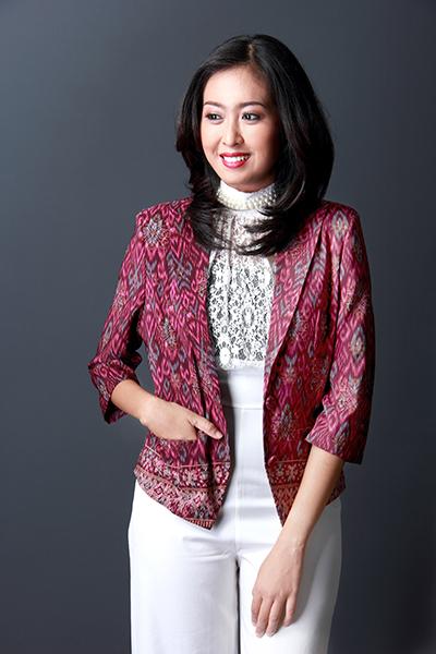 Batik Corak Dipadukan dengan Pakaian Polos Jadi Secantik Ini Lho! ed83e52ac5